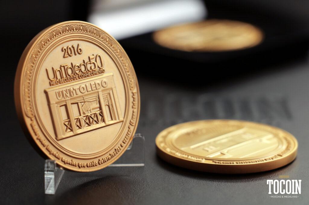 medalha para homenagear colaboradores