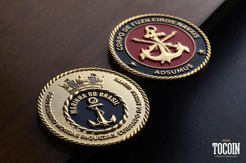 Duas moedas do Corpo de Fuzileiros Navais da Marinha do Brasil