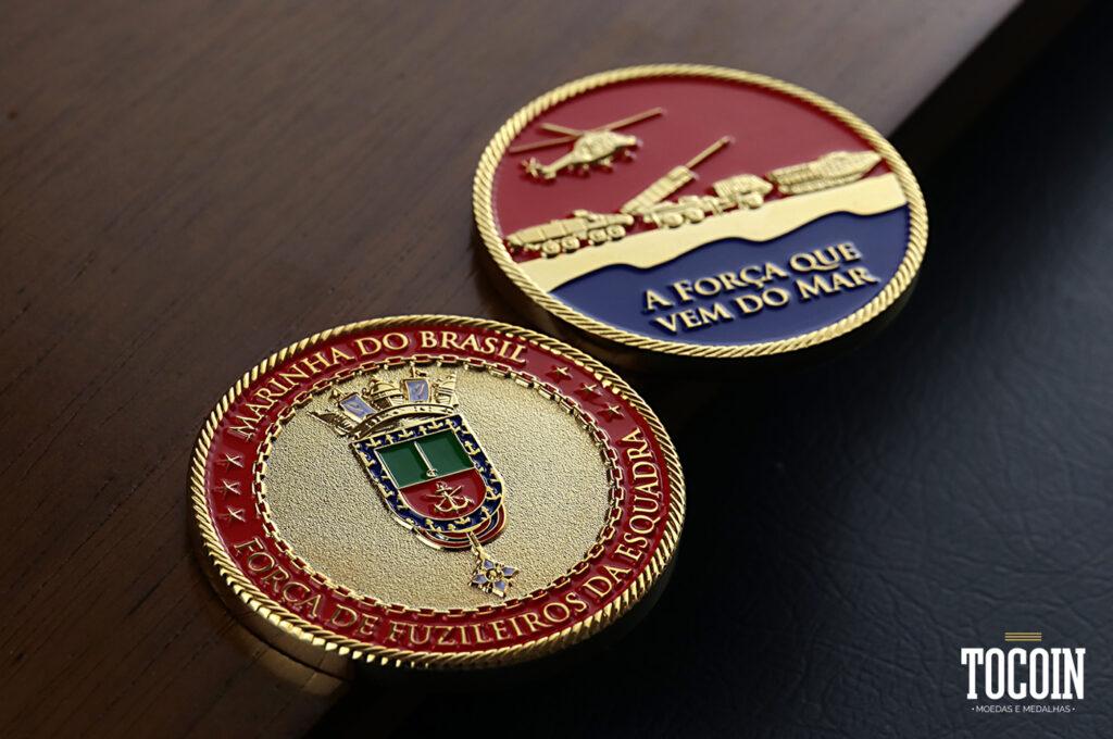 Duas moedas da Força de Fuzileiros da Esquadra da Marinha do Brasil