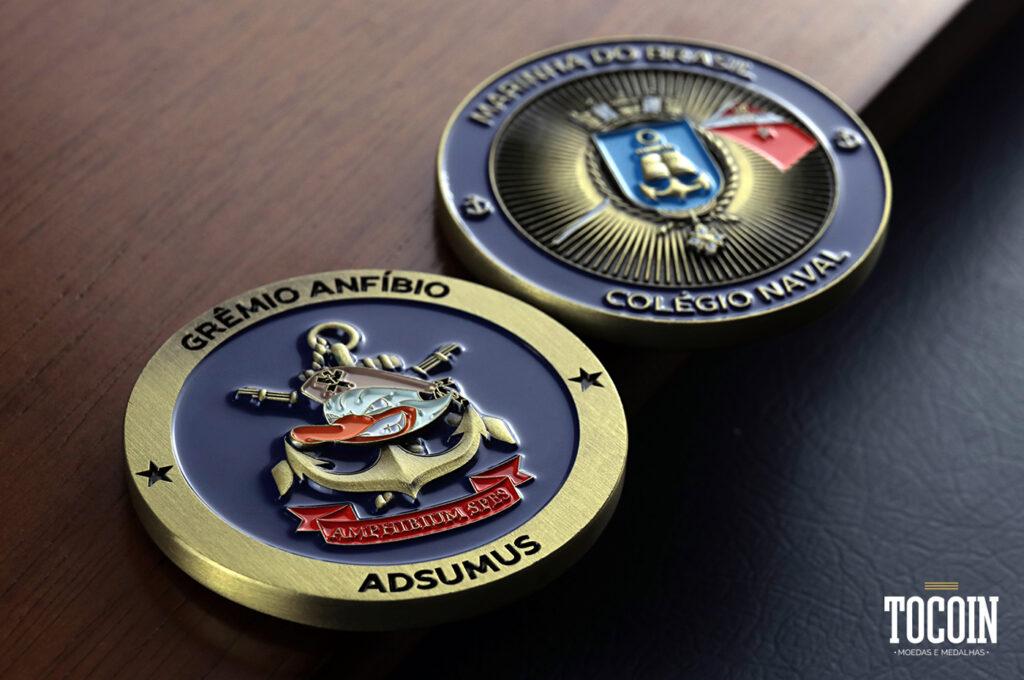 Duas moedas do Grêmio Anfíbio do Colégio Naval da Marinha do Brasil