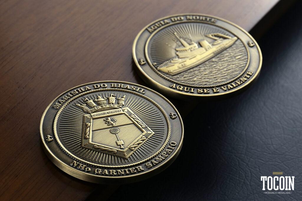 Duas moedas do navio-hidroceanográfico Garnier Sampaio da Marinha do Brasil