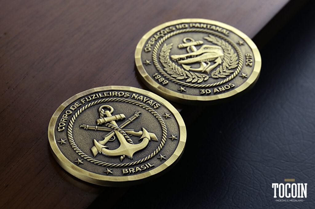 Duas moedas dos 30 anos das Operações no Pantanal do CFN da Marinha do Brasil